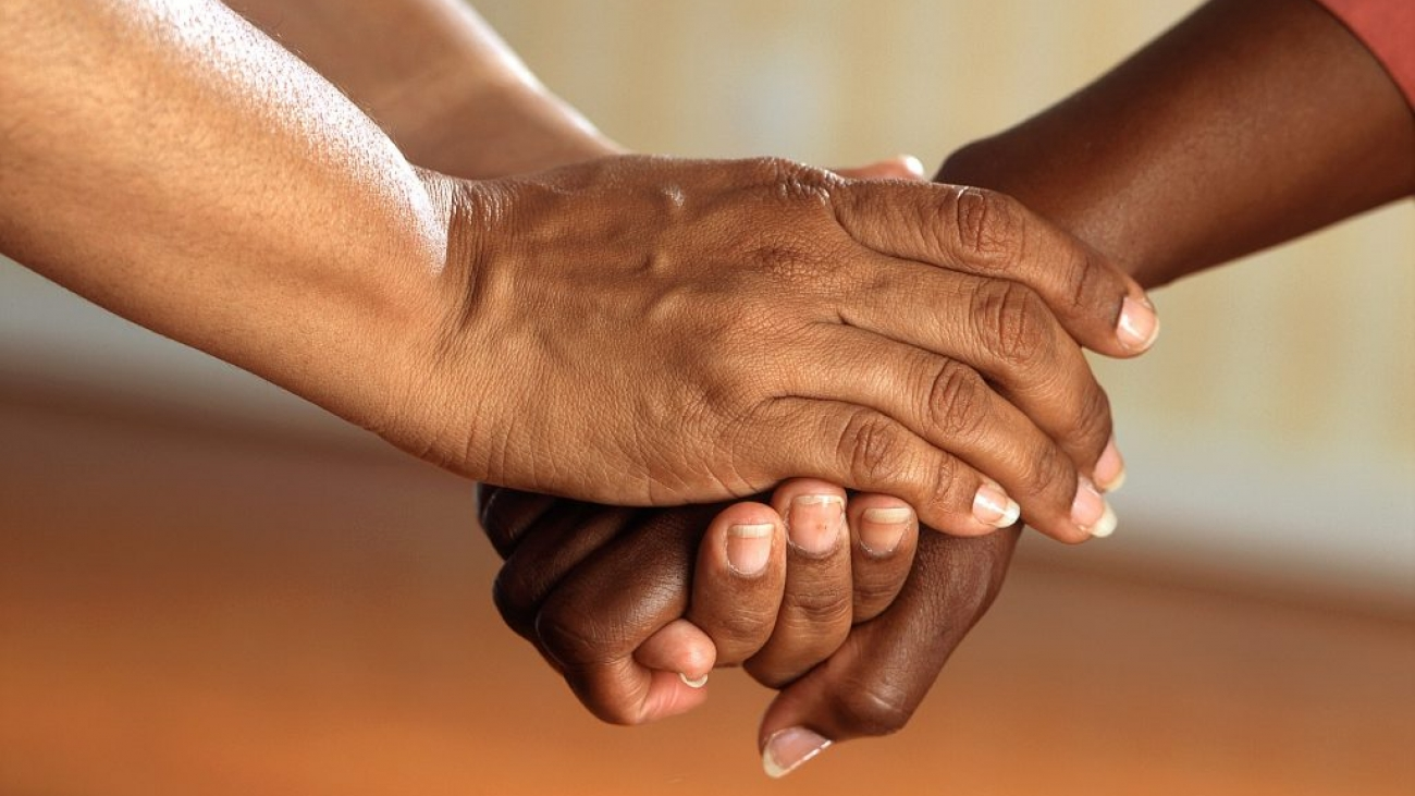 hands-people-friends-communication-45842-1024x819